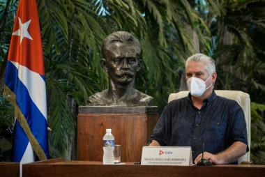 El Primer Secretario del Comité Central del Partido Comunista de Cuba y Presidente de la República de Cuba, Miguel Díaz-Canel Bermúdez, durante su comparecencia  este domingo en vivo en cadena de radio y televisión nacional.